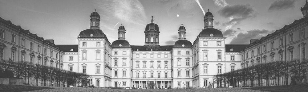 Schwarz-Weiß Bild des Schloss Bensberg in Bergisch Gladbach